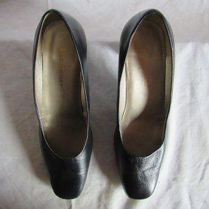 Naturalizer Shoes / Color Black / Size 8 Wide
